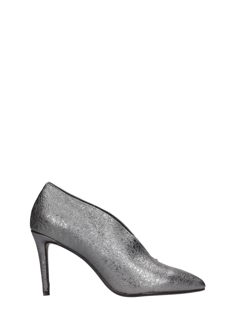 Lola Cruz Silver Leather Decollete - silver