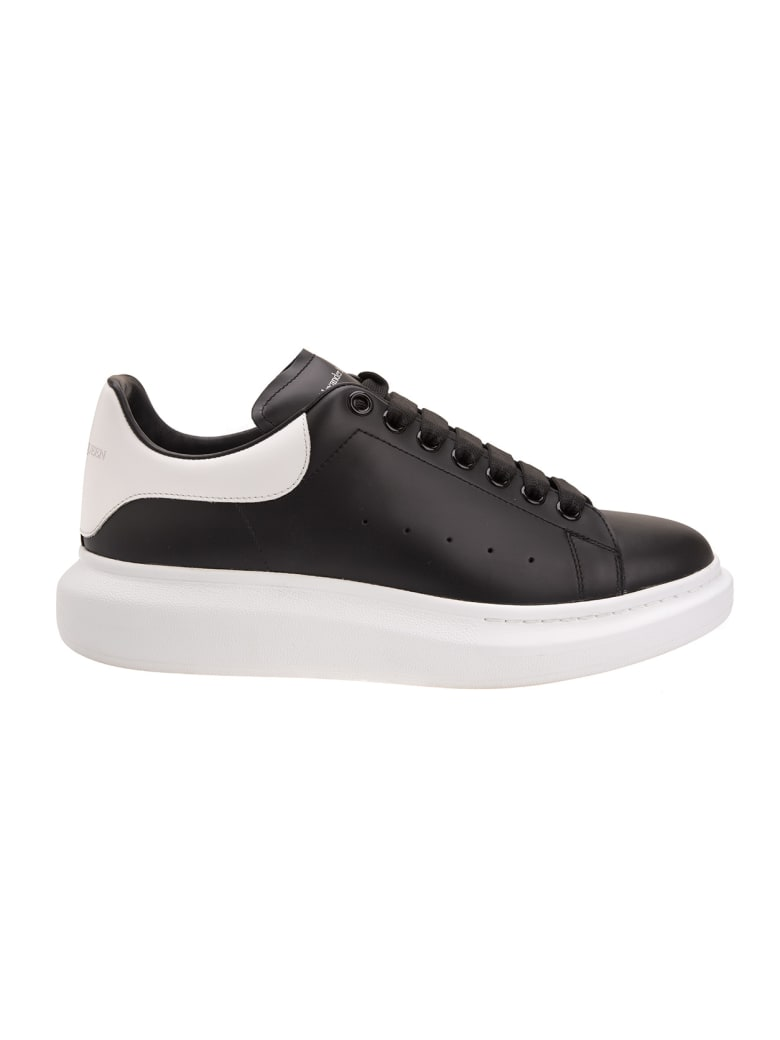 Alexander McQueen Black And White Man Oversize Sneakers - Black/white