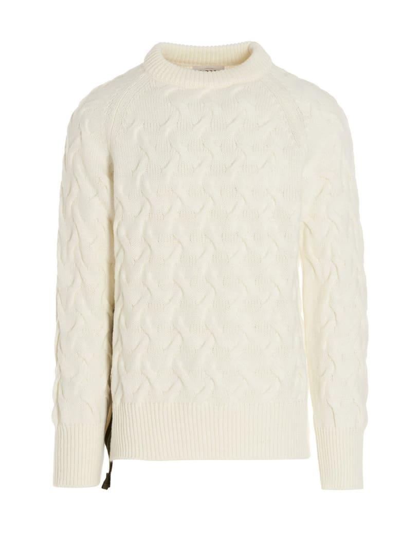 LC23 Sweater - White