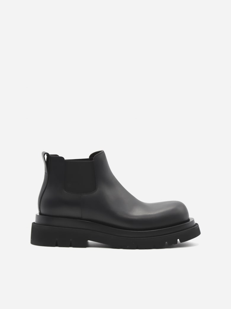 Bottega Veneta Lug Ankle Boots In Calfskin - Black