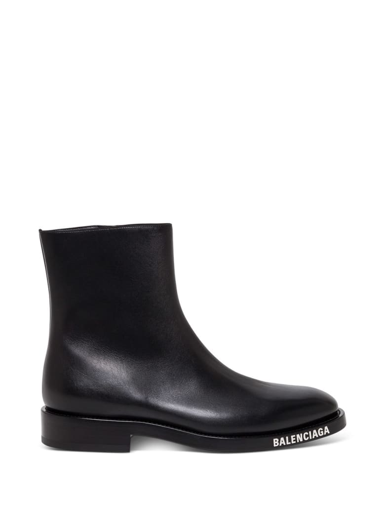 Balenciaga Leather Booties With Contrasting Logo - Black