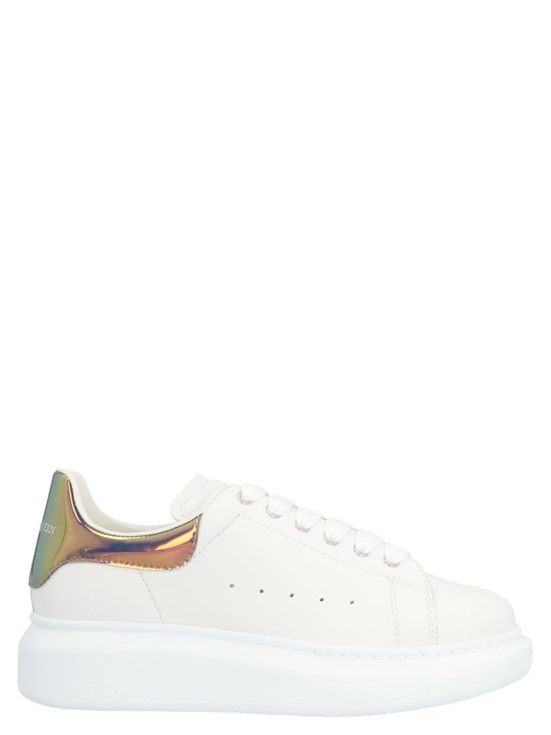 Alexander McQueen 'oversize Sole' Sneakers - Bianco/rosa
