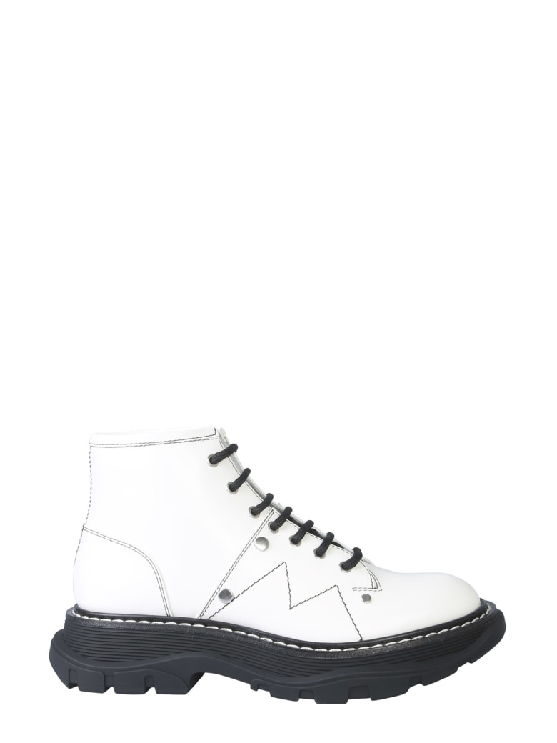 Alexander McQueen Ankle Boot With Laces And Tread Sole - AVORIO