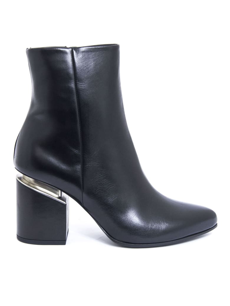 Vic Matié Black Leather Ankle Boot - Nero