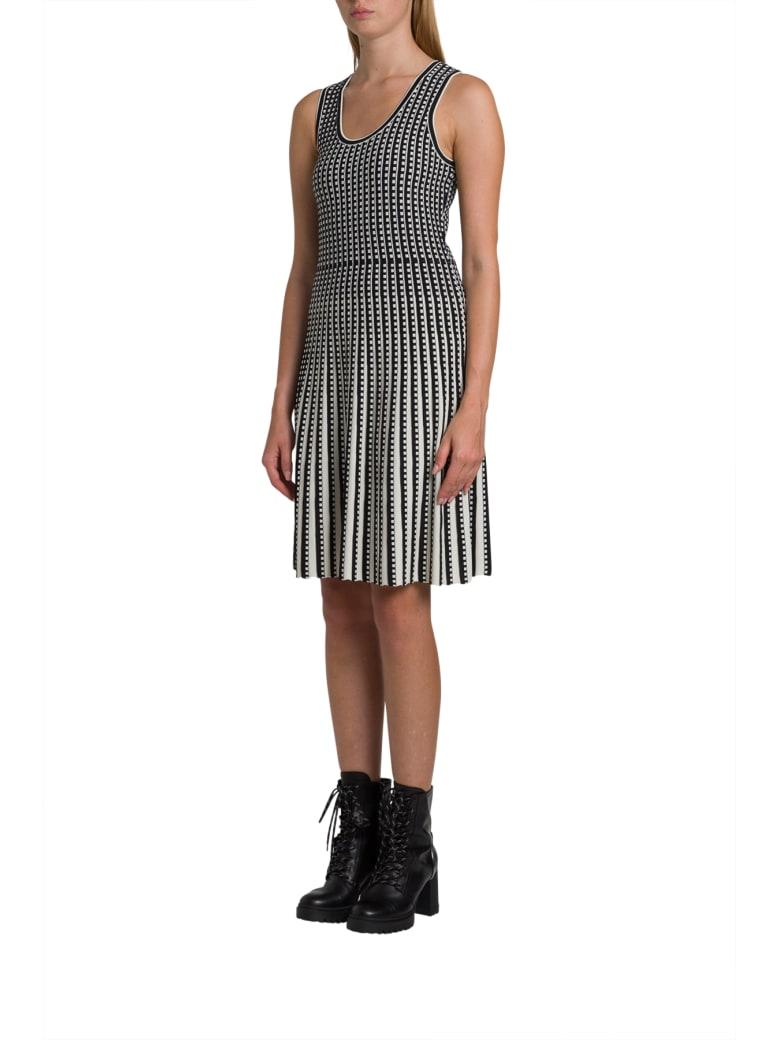 MICHAEL Michael Kors Geometric Grid Stretch-knit Pleated Dress - Bianco/nero