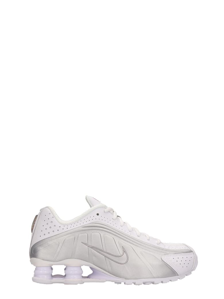 Nike White And Silver Leather Shox R4 Snaekers - white
