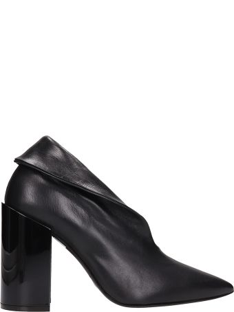 Arcosanti Black Leather Ankle Boots