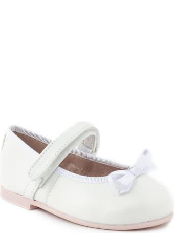 Pretty Ballerinas White Flat Ballerina