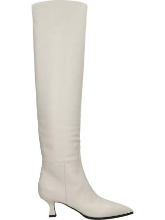 3JUIN Bea 055 Low Heels Boots In Beige Leather