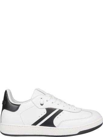 AM318 Arrow Sneakers
