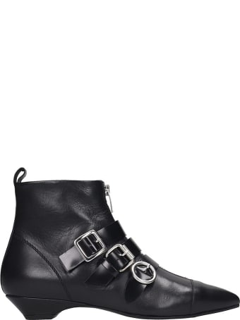 Janet & Janet Ankle Boots In Black Leather