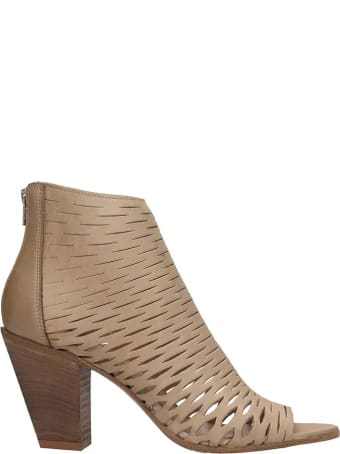 Strategia High Heels Ankle Boots In Beige Leather
