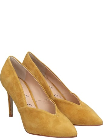 Lola Cruz Pumps In Yellow Suede