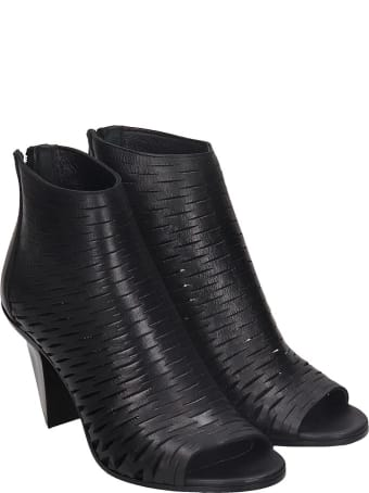Strategia High Heels Ankle Boots In Black Leather