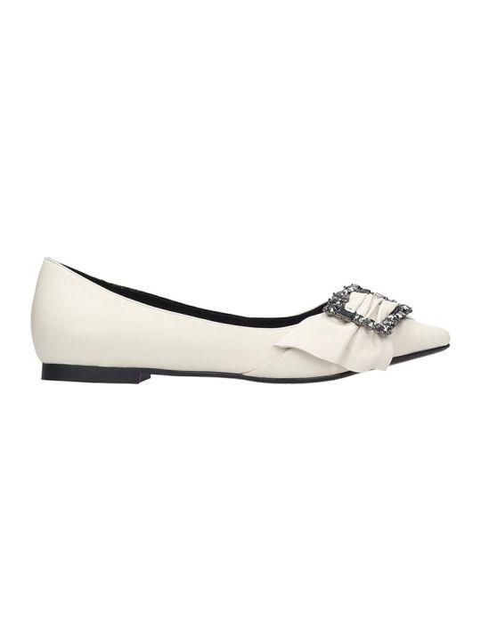 Lola Cruz Ballet Flats In White Leather