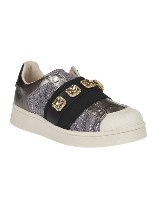 M.O.A. master of arts Silver Sneakers