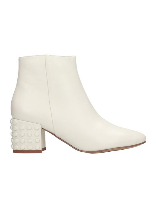 Bibi Lou Low Heels Ankle Boots In White Leather