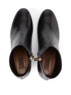 Coliac Tiffany Black Leather Ankle Boots With Pearl - Black