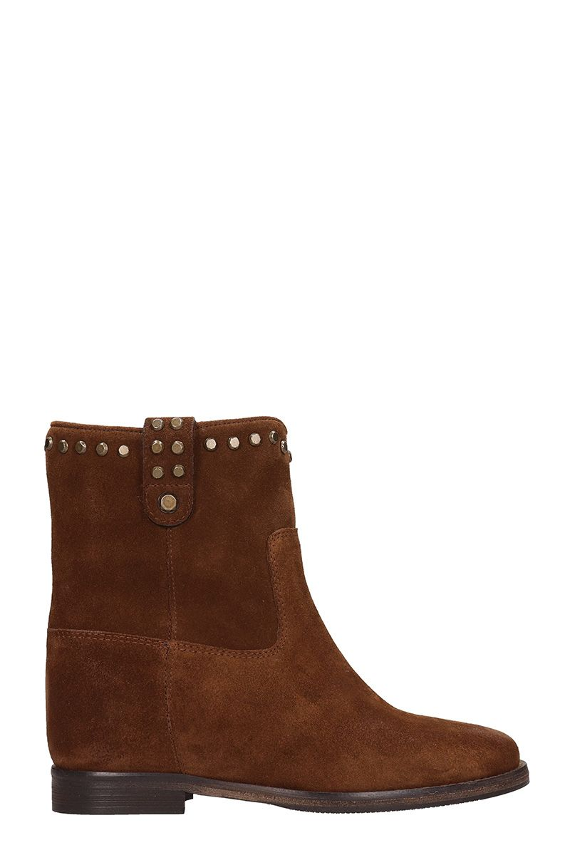 Julie Dee Ankle Boot In Brown Suede
