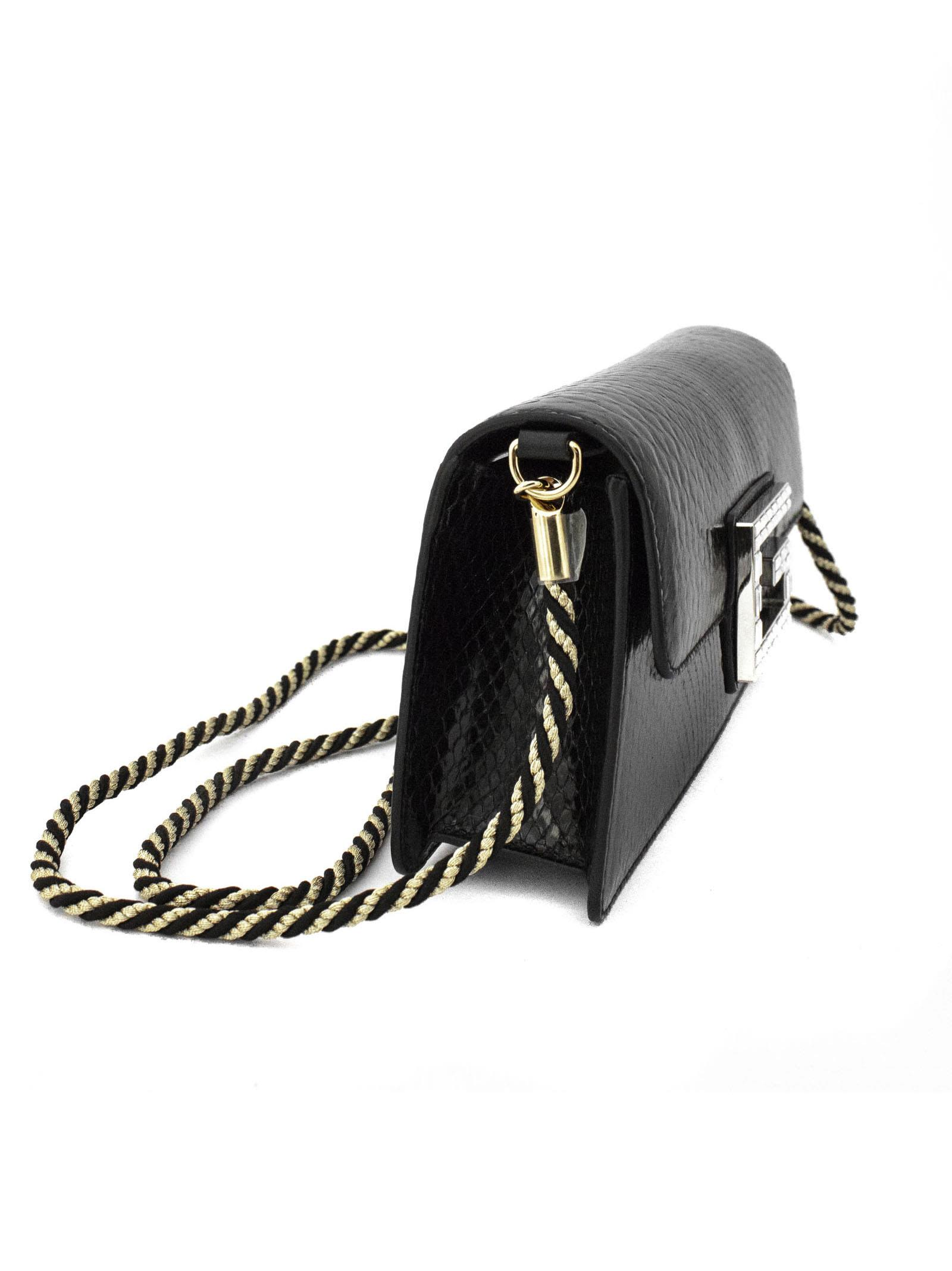 257a7286d39 Gucci Gucci Black Python Shoulder Bag With Square G. - Nero ...