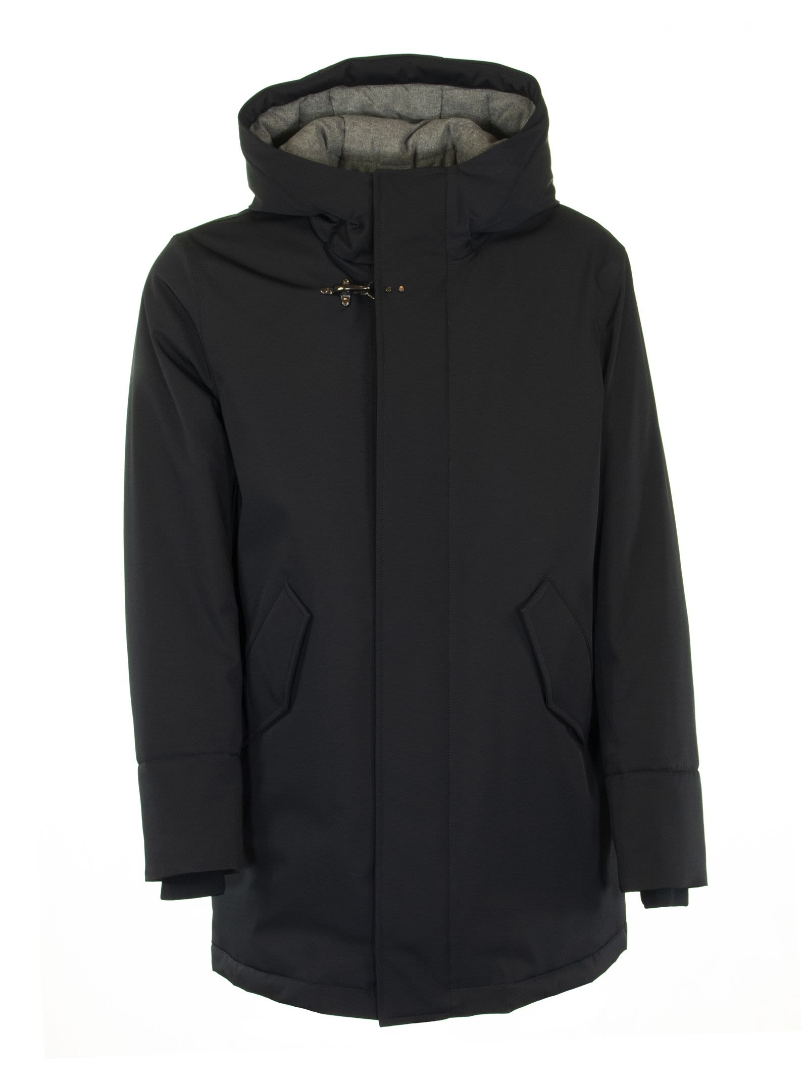 Parka crafted in high tech, padded garbadine fabric with wraparound hood, zip closing with concealed buttons, iconic Fay metal hook at the neck, slanted pockets with flaps and snap buttons. An evergreen piece with a casual feel, to face the winter in style. Composition: SHELL: 93%POLYESTER 7% ELASTANE LINING: 100% POLYESTER FILLING: 100% POLYESTER