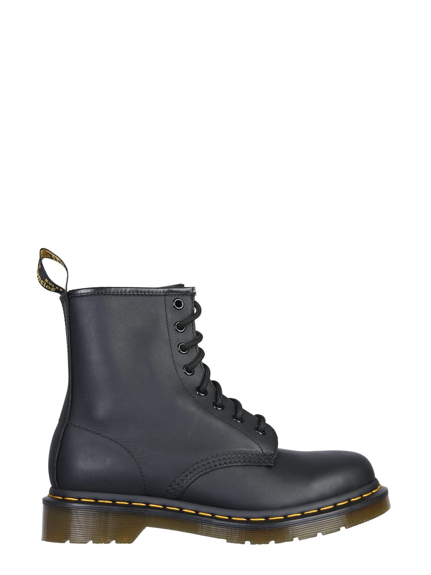 Dr. Martens GREASY CLASSIC BOOTS