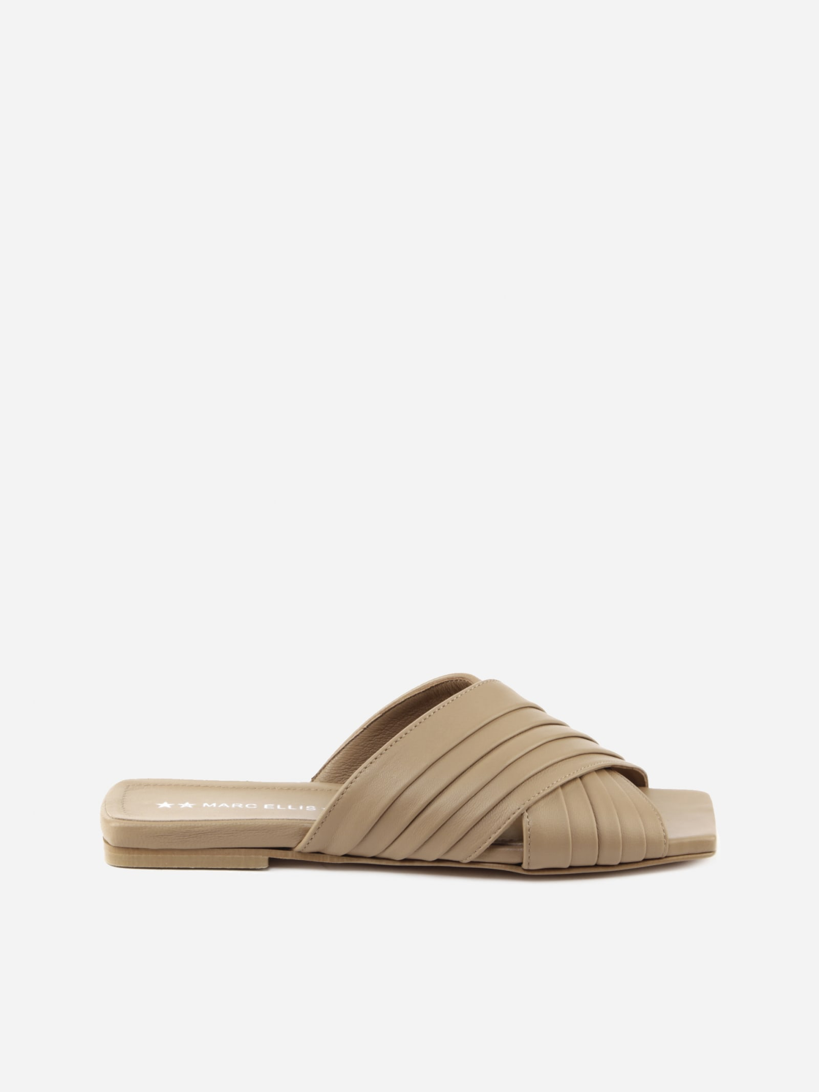 Carrye Flat Sandals In Leather