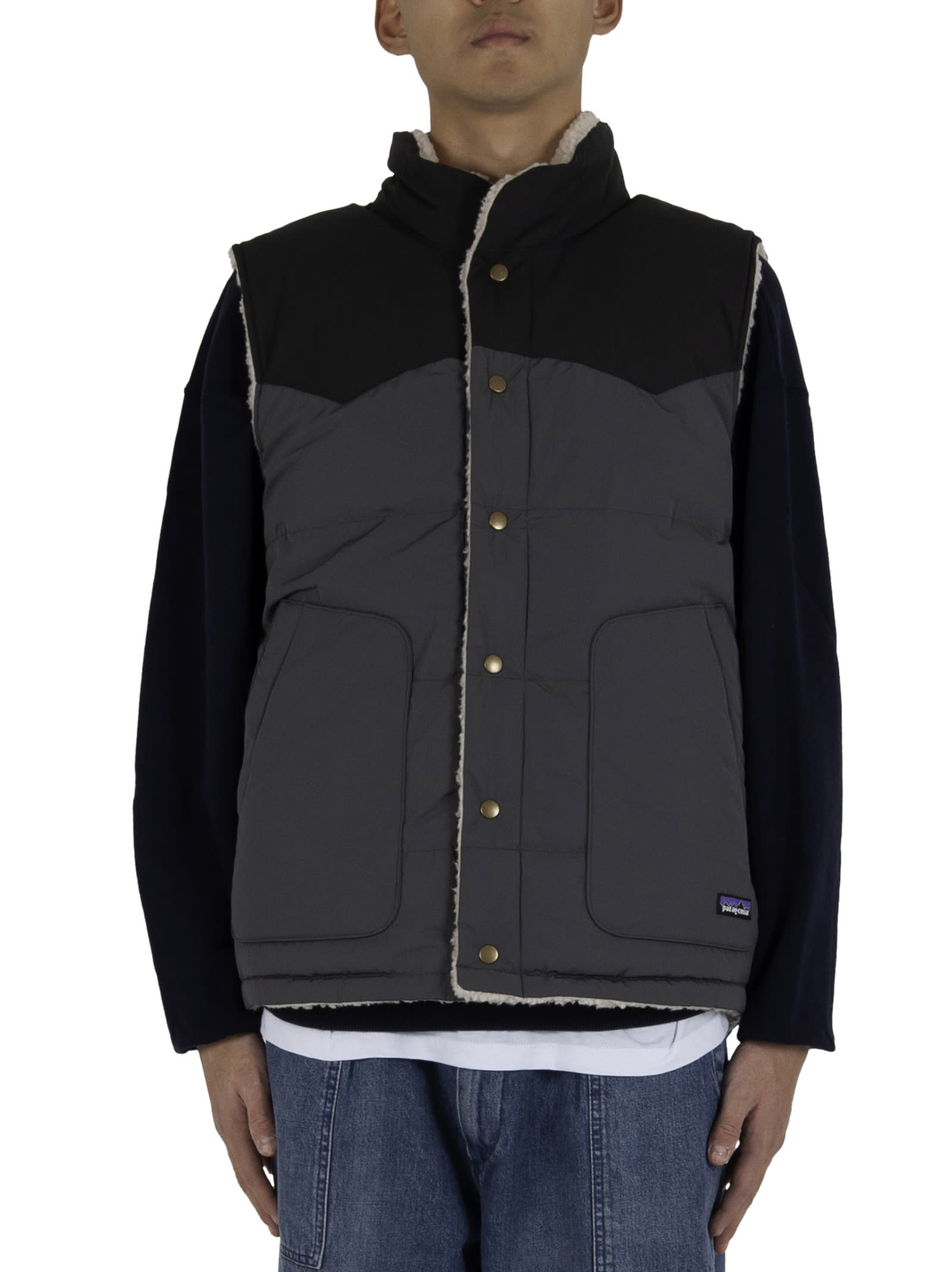 Button closure; - One side in nylon with flush side pockets with logoed insert; - One side in fleece with logoed insert applied on the chest and pockets with zipper closure. - Composition: 100% Polyester (70% recycled) - Color: Cream/Black