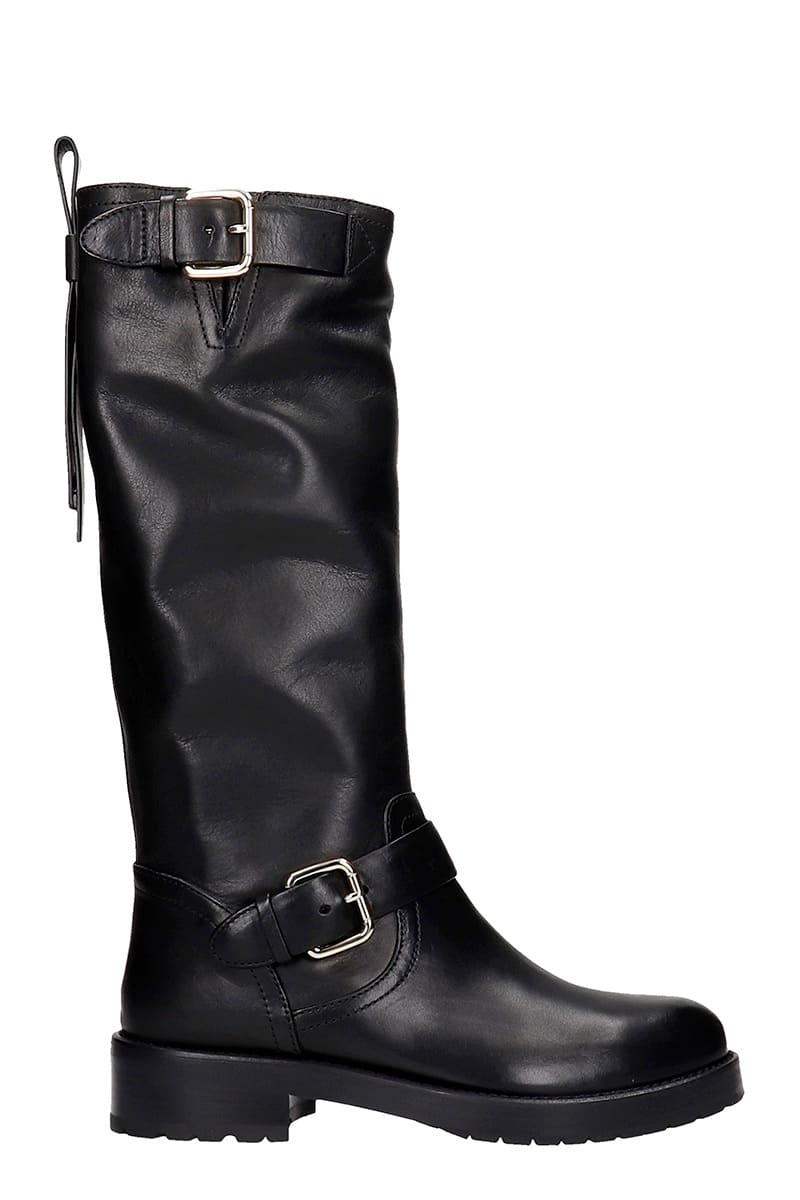 low heels boots in black leather, round toe, double buckled, silver hardware, rubber outsoleComposition: Leather