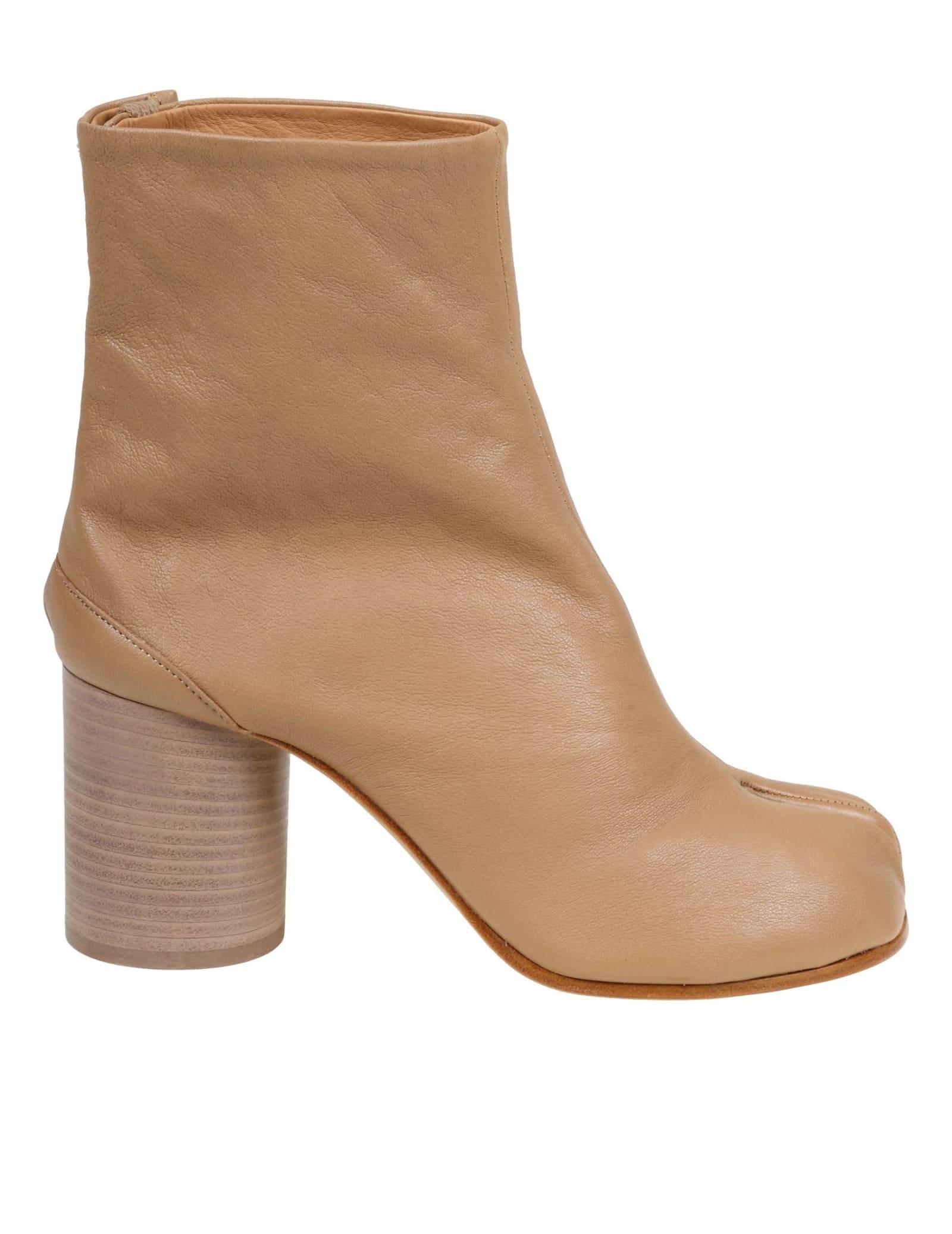 Buy Maison Margiela Ankle Boots Tabi online, shop Maison Margiela shoes with free shipping