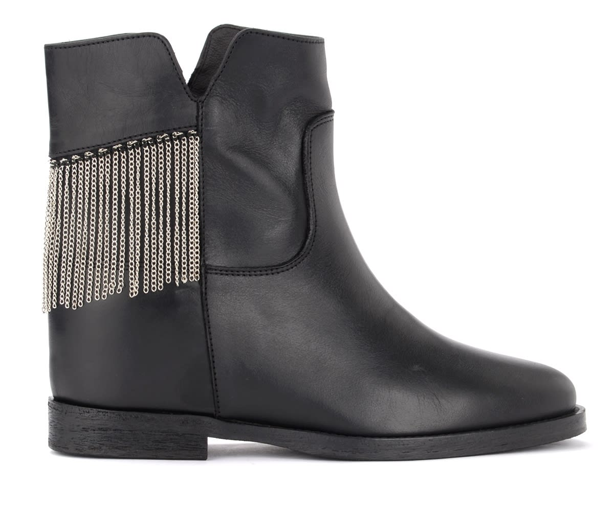 Via Roma 15 Ankle Boot In Black Leather With Chain Link On The Back