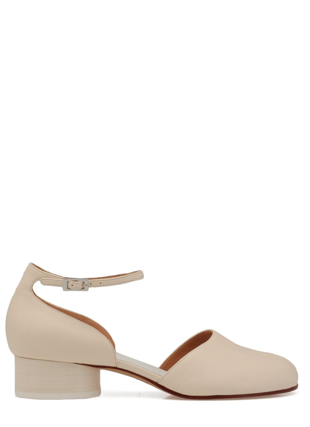 Buy Maison Margiela Leather Tabi Shoe online, shop Maison Margiela shoes with free shipping