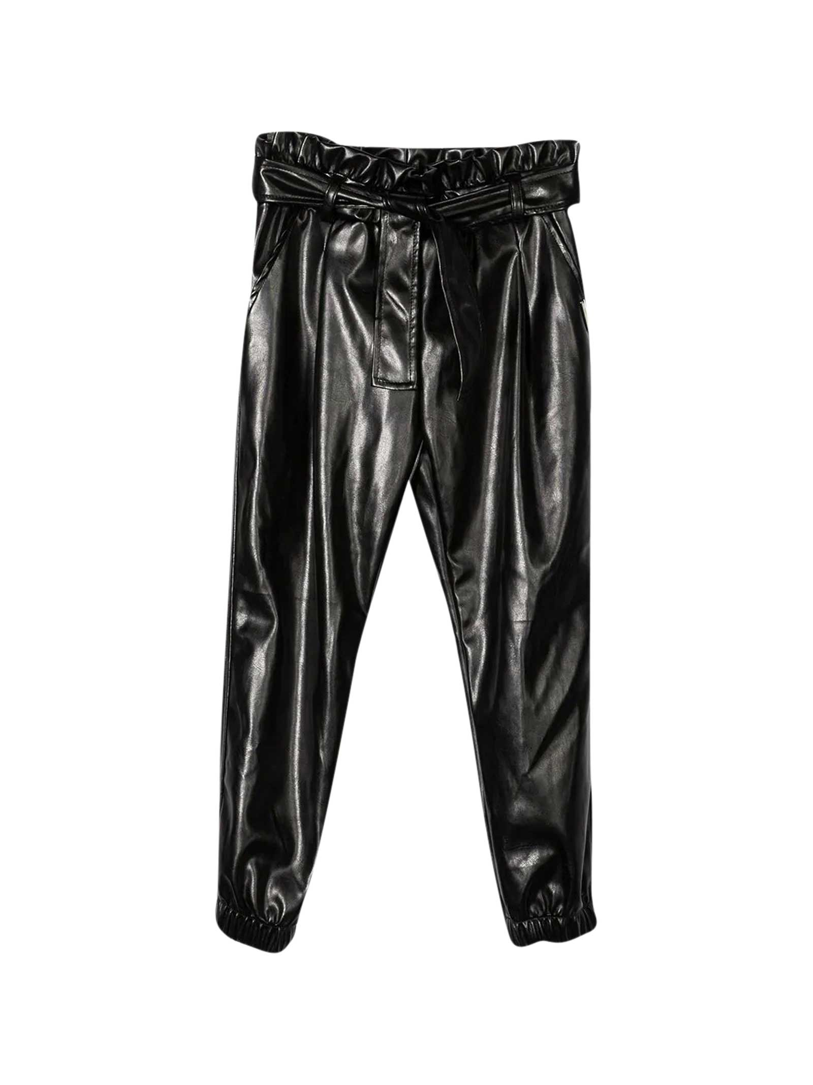 Black pants teen. Leather effect with a high waist bag closed by a knotted belt. Slim fit.