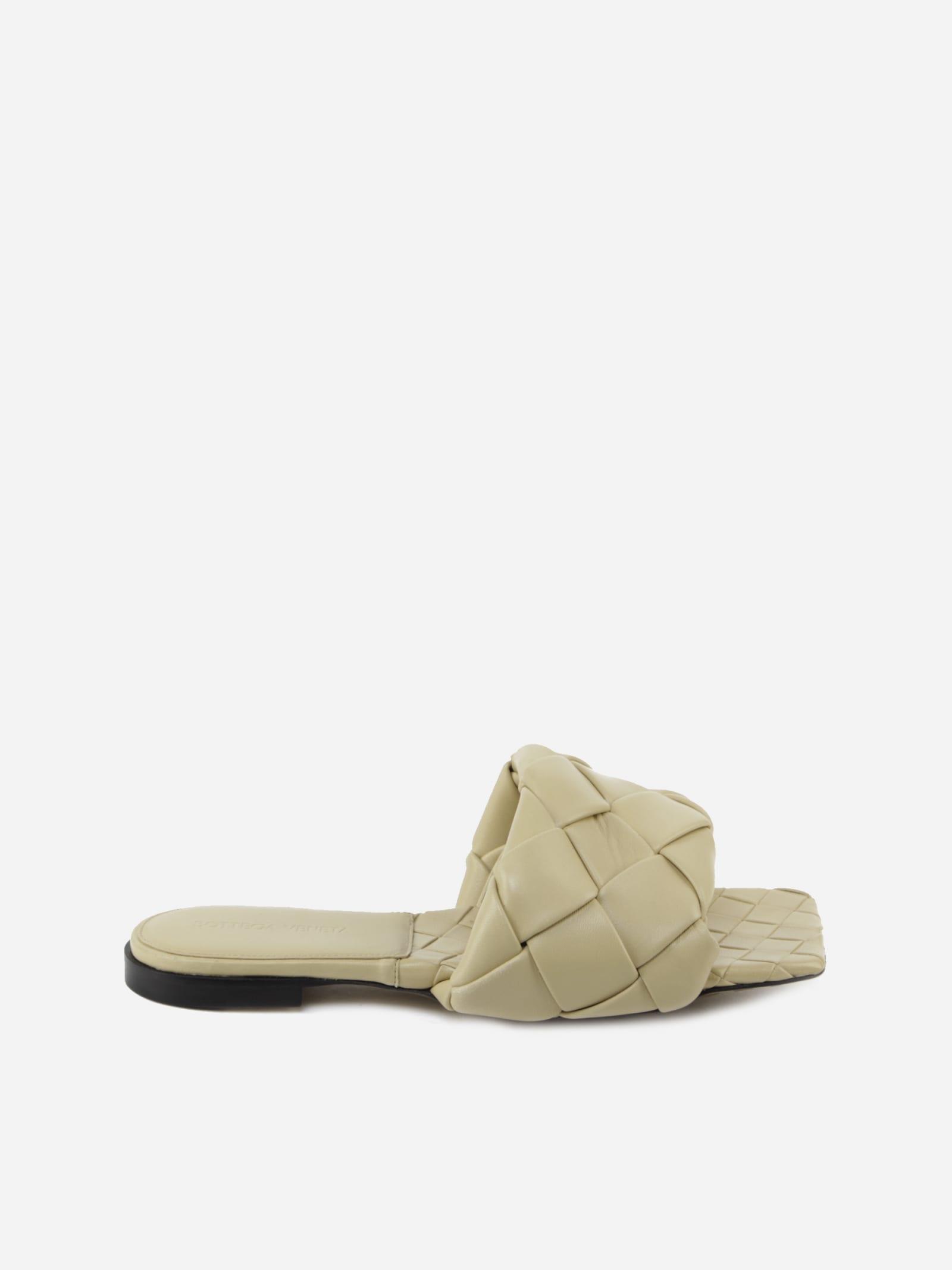 Buy Bottega Veneta Flat Lido Sandals In Intrecciato Nappa online, shop Bottega Veneta shoes with free shipping