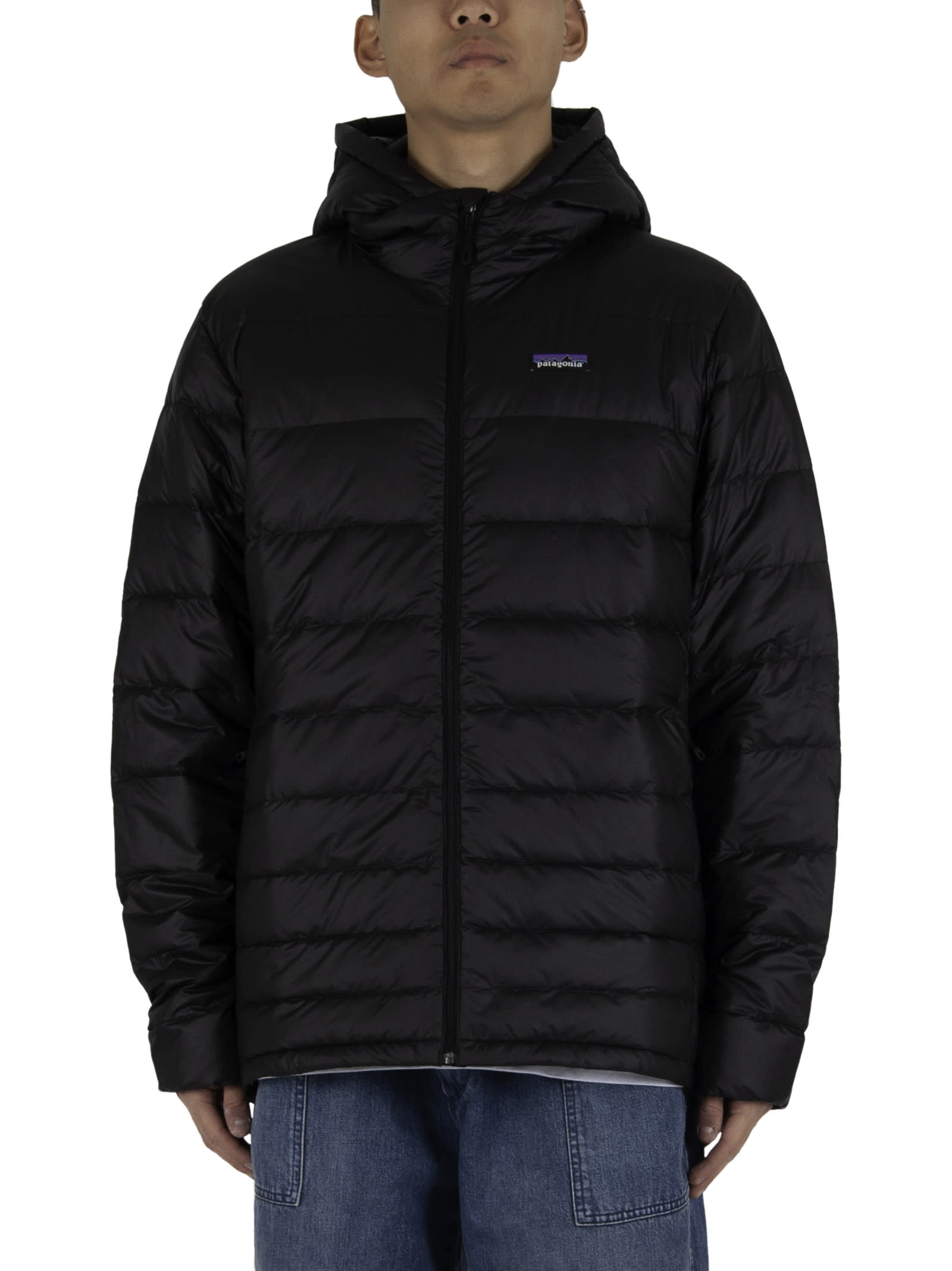 Quilted jacket; - Zipper closure; - Two side pockets with zipper closure; - Adjustable hood and bottom with drawstring; - Inside pocket; - Wlastic cuffs; - Logoed insert applied on the chest; - 100% recycled goose down and duck down padding. - Composition: 100% Recycled ripstop - Color: Black