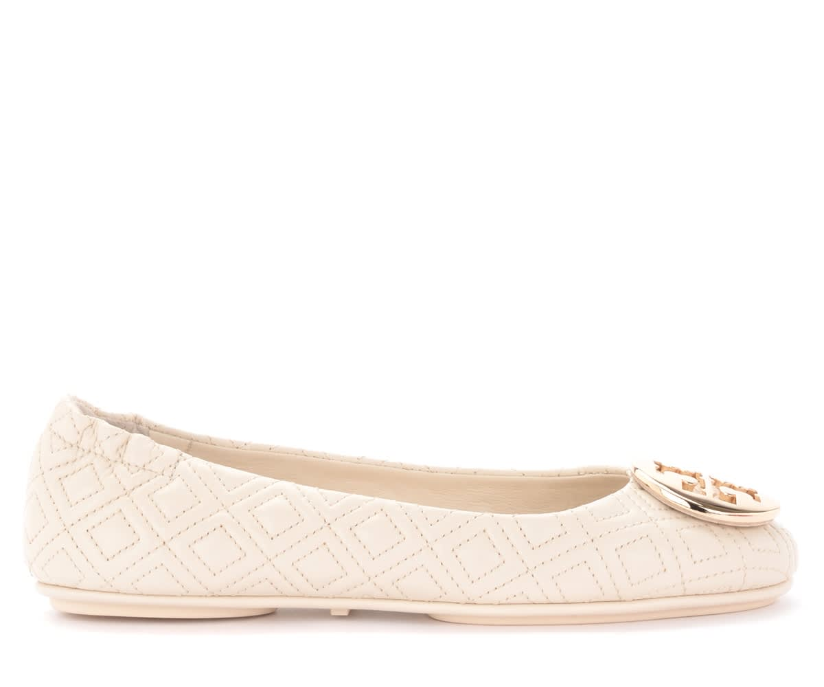 Tory Burch MINNIE TRAVEL BALLET FLATS IN CREAM QUILTED LEATHER