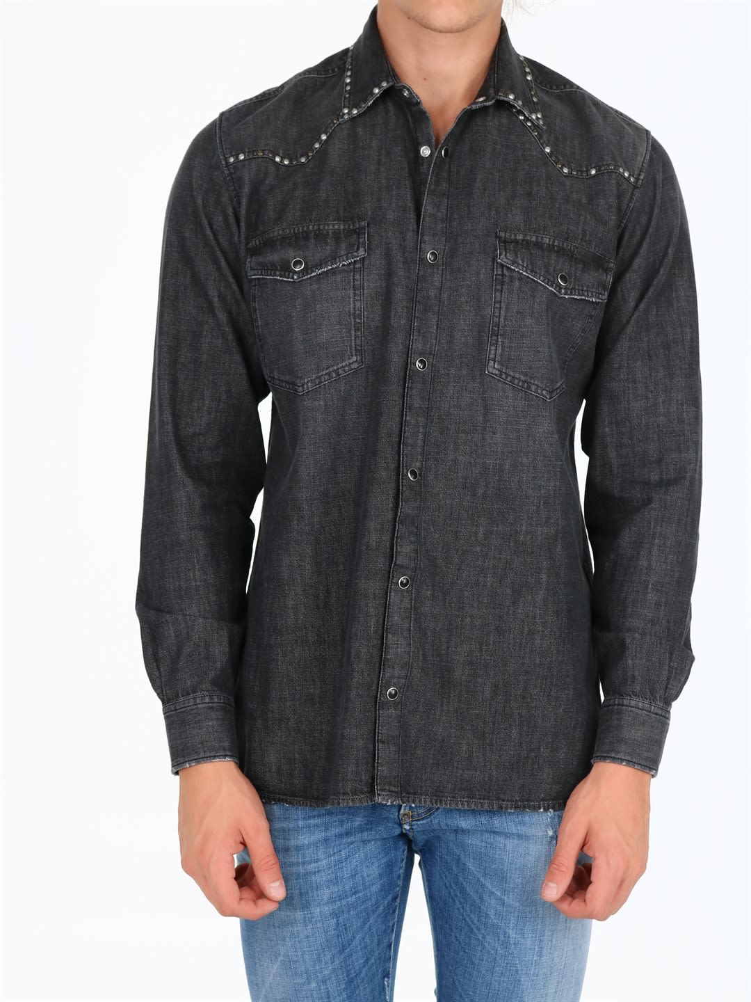 Western-style black denim shirt with studs along the collar and shoulders. Front closure and chest pockets with press studs. The model is 1. 90 cm tall and wears size LComposition: 100% Cotton